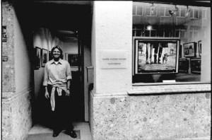 Stephen Hoffman vor der Galerie an der Rückseite des Hotels Bayerischer Hof im Jahr 2002