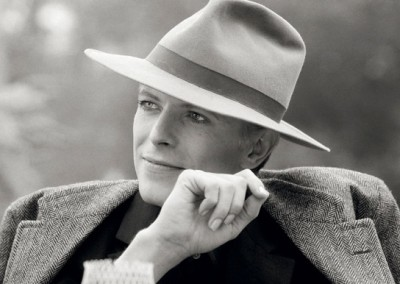"Terry O´Neill: David Bowie with hat in ""The Man Who Fell to Earth"", Bowie photographed during filming in Los Angeles, 1976, Galerie Stephen Hoffman - München"