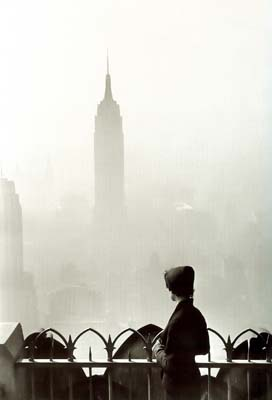 Elliott Erwitt, Lady at rockfeller center, 1955 © Elliott Erwitt/Magnum Photos