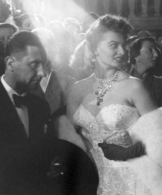 Quinn_Sophia Loren_Cannes 1955