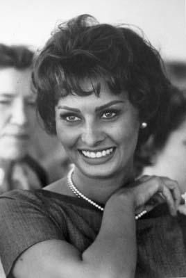 Quinn_Sophia Loren_Cannes 1958