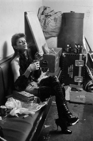 Terry O'Neill, David Bowie / Ziggy Stardust - backstage exhailing smoke - Galerie Stephen Hoffman, Munich (Germany)