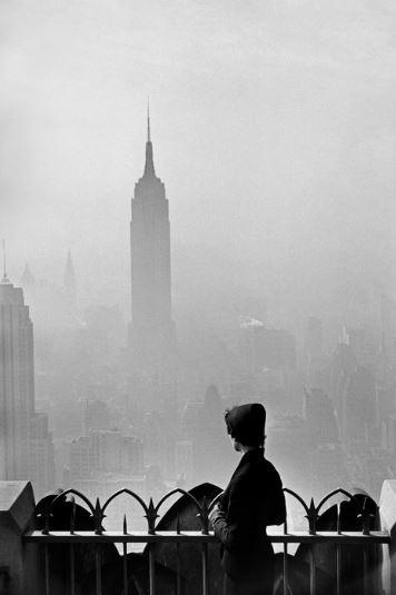 Elliott Erwitt, The lady and the City. NY©Elliott Erwitt / MAGNUM