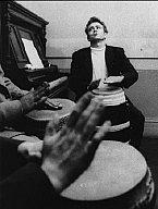 Dennis Stock, PAR73665- James Dean, bongo