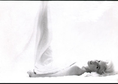 Stern.B_MarilynMonroe.Bed.LegUp