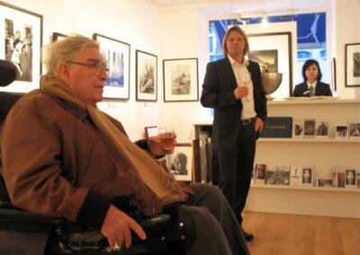Horst Faas und Stephen Hoffman im November 2009 in der Galerie Stephen Hoffman, Foto: Helga Waess - 2009