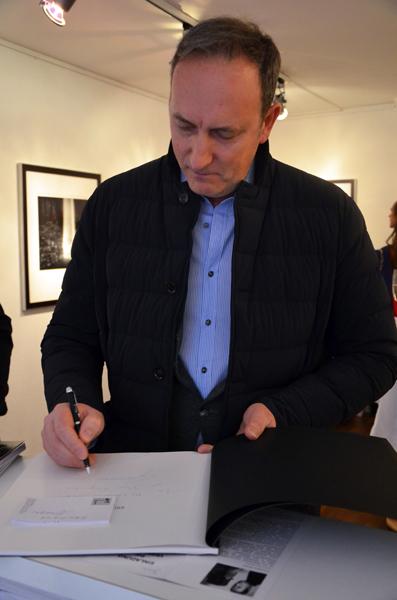 Francesco Bosso, während seiner Vernissage am 21. Mai 2015 (Presse-Foto: Helga Waess)