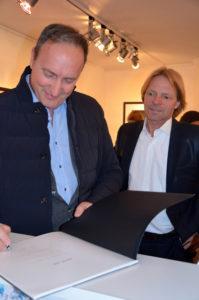 Francesco Bosso mit Stephen Hoffman während der Vernissage am 21. Mai 2015