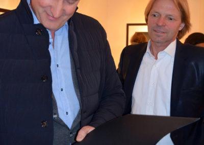 Francesco Bosso mit Stephen Hoffman während der Vernissage am 21. Mai 2015 (Presse-Foto: Helga Waess)