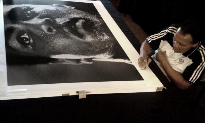 """Michael Brennan - """"Ali signing 1977"""" - Galerie Stephen Hoffman, München Zentrum"""